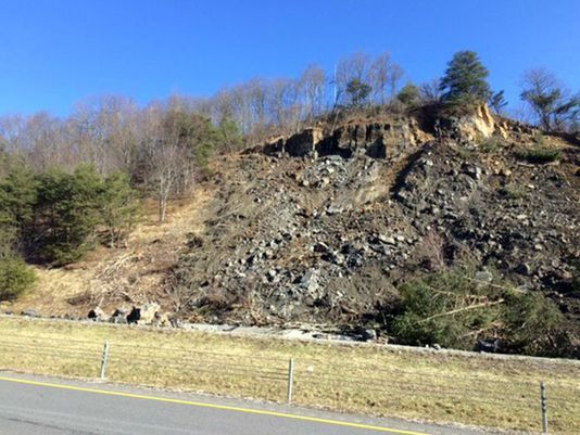 Rock slide shuts down I-75 in both directions in Tennessee